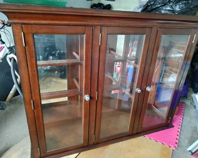 Top part of hutch/China cabinet