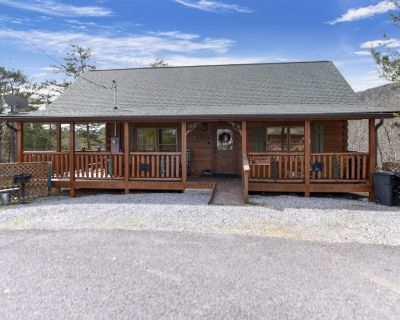 A BEAR'S VIEW **LUXURY ALL WOOD CABIN! GREAT LOCATION, STUNNING PANORAMIC VIEWS - Pigeon Forge