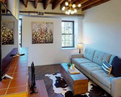 Recently updated Old City apartment by Franklin Sq
