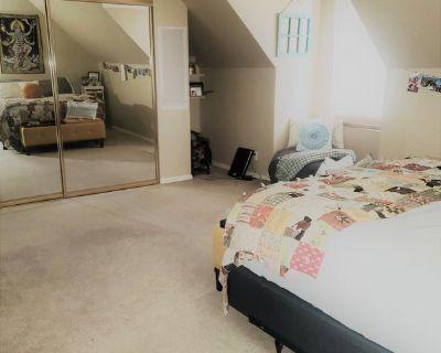 Beautiful large bedroom/private bath Los Feliz