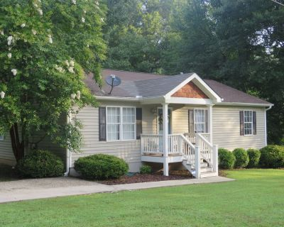 The Autry House, 3B/2B Furnished Monthly Rental in Historic Norcross - Norcross