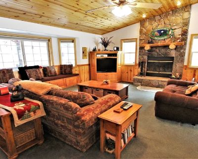 Owl's Nest: Custom Home with Private Hot Tub and it's Close to Everything!! - Fox Farm