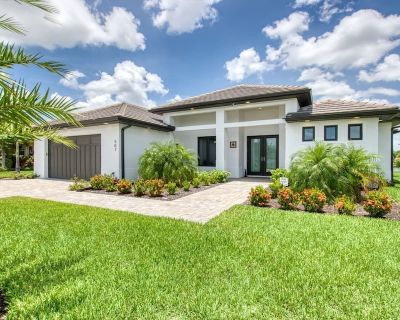 *** NEW *** Amazing Views at this Luxury Waterfront Pool Home - Caloosahatchee