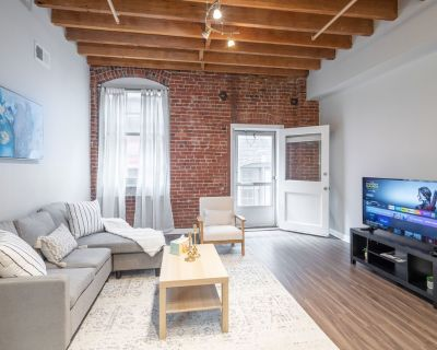 Peaceful and Spacious! 1BR 1B w/ Balcony, Old City! - Old City