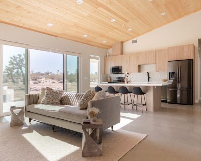Spacious Private 2 bed 2 bath Retreat near Joshua Tree National Park - Yucca Valley