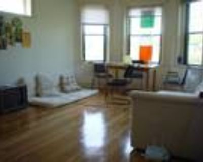 This great 1 bed, 1 bath sunny apartment is located in the Kenmore area on Bay