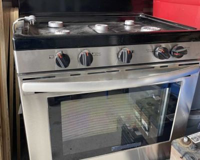 Brand New. Stainless GAS Frigidaire stove. Never been installed