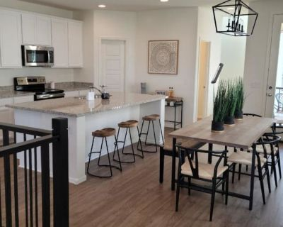 Private room with shared bathroom - Gilbert , AZ 85295