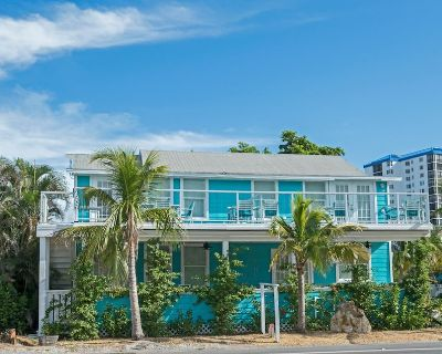 OCEANIC#1,MODERN 2BED,PRIVATE PATIO,STEPS TO BEACH! HEATED POOL, PARKING, BBQ! PETS WELCOME! - Mid Island