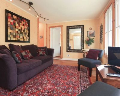 30 day rental. Beautiful 2 bdrm condo close to downtown - Kenilworth