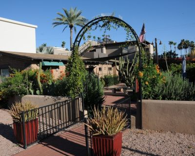 Historic Cottage Located In Old Town Scottsdale, Arizona - Downtown