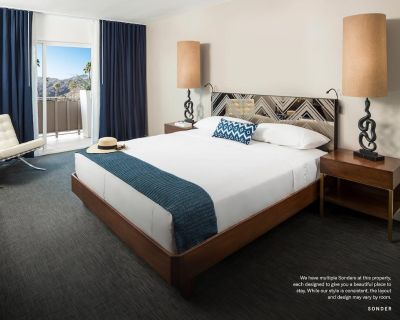 Sonder at V Palm Springs | Natural Room + Balcony - Palm Springs