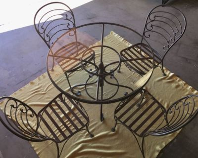 Patio Table w 4 Chairs