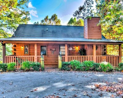 Beautiful Log Cabin, Secluded Romantic, Circle Drive, Wooded Lot, New Mattress - Pigeon Forge