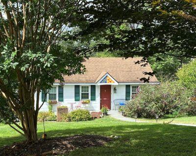 Cozy 3 BR Getaway Cottage at WeatherLea Farm & Vineyard - Lovettsville