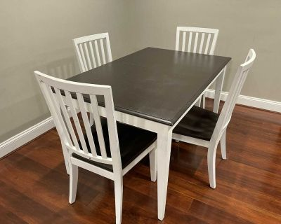 Ethan Allen Elegant Dining Table & Chairs