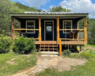 Hill Country Vintage Cabin outside of Kerrville - Kerrville