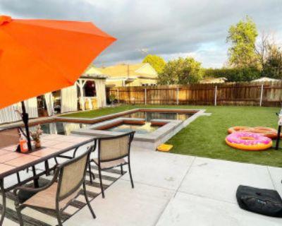 Backyard Heated Pool + Jacuzzi + Gym Equipment, Lake Balboa, CA