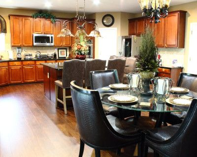Gorgeous House with Ample Room for Small and Moderately-sized Gatherings, Lithonia, GA