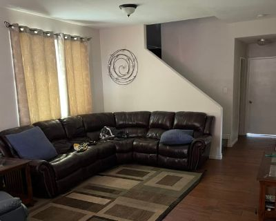 Private room with shared bathroom - Perris , CA 92571