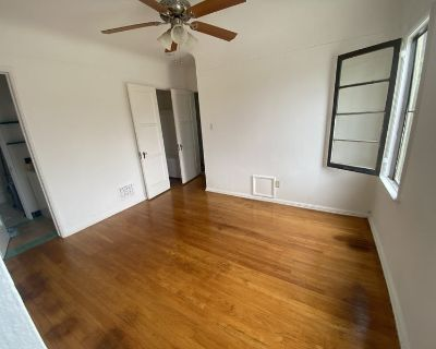 Private BR with private BA and walk in closet