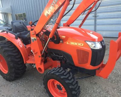2011 Kubota L3800HST 4-wheel drive tractor with loader