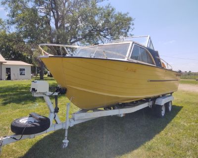 1973 StarCraft Chieftain Boat