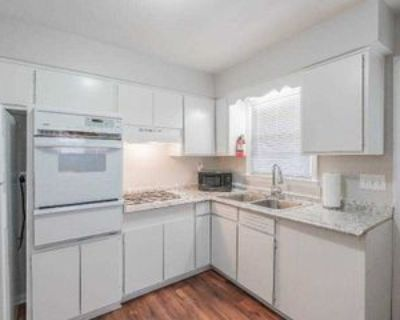 Room for Rent - a 5 minute walk to bus 850 and 85, Atlanta, GA 30318 1 Bedroom House