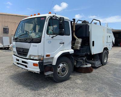 2010 NISSAN UD3000 Sweeper Trucks Truck