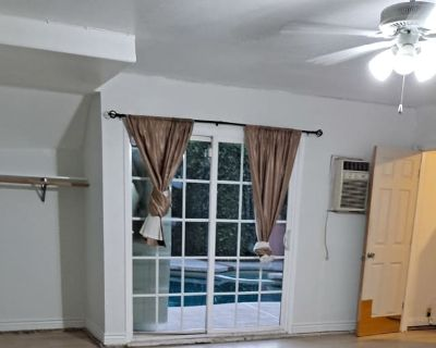 Private room with shared bathroom - North Hollywood , CA 91607