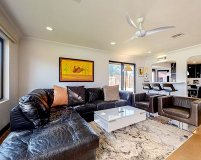 Spacious, Dog-Friendly Home w/ Two Full Kitchens, Free WiFi, & a Furnished Patio - University Park