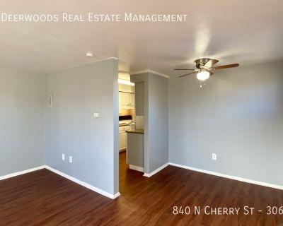 Top Floor, Corner Unit, Air Conditioning, Mirrored Bedroom Closet, Dining Area, Wifi, Pet Friendly