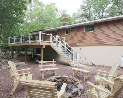 Wooded1/2 acre,firepit;pool tbl; ping pong; hot tub;wifi playstation; secluded - Lake Harmony Estates