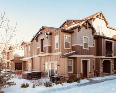 New Luxury Townhome W/private Hot Tub - 10 min to Deer Valley or Pcm, Sleeps 9! - Heber City