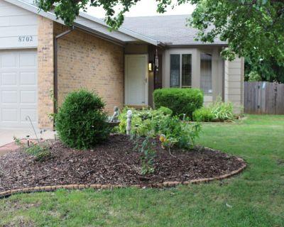 COZY & QUIET WEST WICHITA - 3 BEDROOM, 2 BATH HOME two car garage. - Wichita