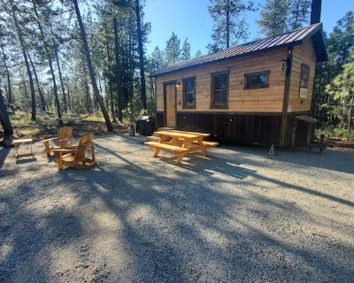 Bigfoot Bungalow themed tiny home cabin! In the woods, 20 min from airport - Spokane County