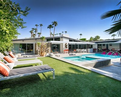 Mid-Century Estate- Reconnect with Family & Friends. Pool/Spa, View, Dogs ok! - Vista Las Palmas