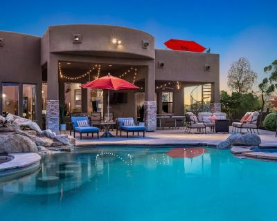 Secluded oasis w/ pool, putting green, roof deck, outdoor kitchen, & views - Rio Verde Foothills