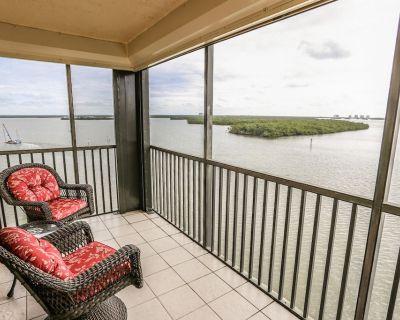 Sixth Floor Corner Condo with Beautiful Views of the Bay! - South Island