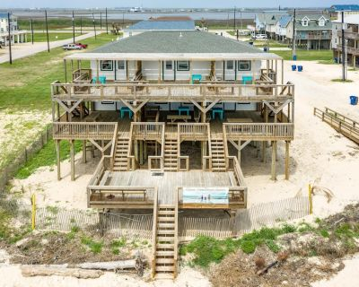 Unobstructed Oceanfront SEA TURTLE Unit 2 Beach Pad! - Surfside Beach