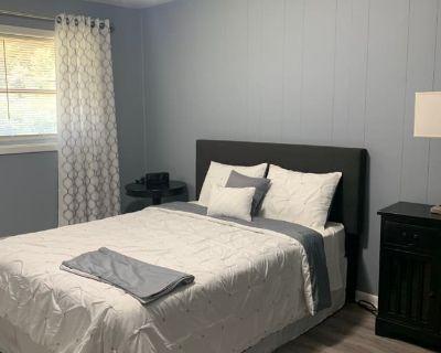 Private room with shared bathroom - Atlanta , GA 30311