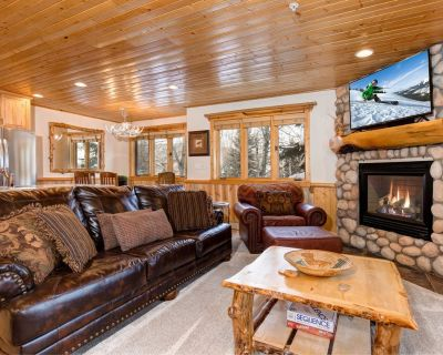 Log Cabin-CanyonsResort! Walk to the Ski Lift- Newly Remodeled-Shuttle-HotTub - Park City
