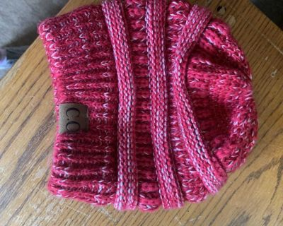 Women s beanie - hole for pony tail