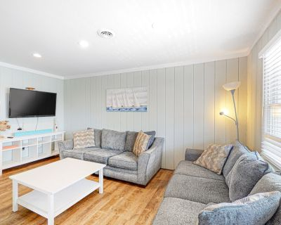 Contemporary Condo near the Ocean w/Free WiFi, Central A/C, and Full Kitchen! - Midtown Ocean City