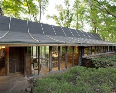 Deepwood House-Architectural Masterpiece in Woods Minutes from U of A Campus - Fayetteville