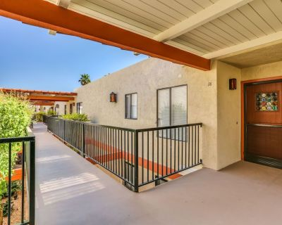 One Bedroom Fully Furnished Central Palm Springs Condo - Sunrise Vista Chino