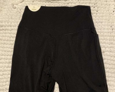 New Aerie high rise bike shorts with pockets sz large