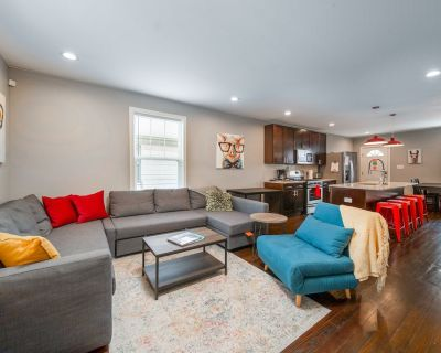 King Bed | Private Garage| Fenced Back Yard| Smart TV's| Sparkling Clean - Indianapolis