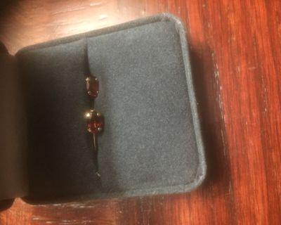 1.0CTW 10KT Garnet Earings