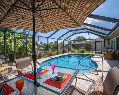 Waterfront Paradise - Kayaks, waterfront pool, bikes and more - Caloosahatchee